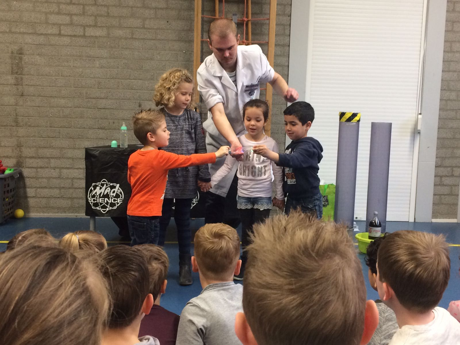 Demonstratie Mad Science gr 1-2 (11)