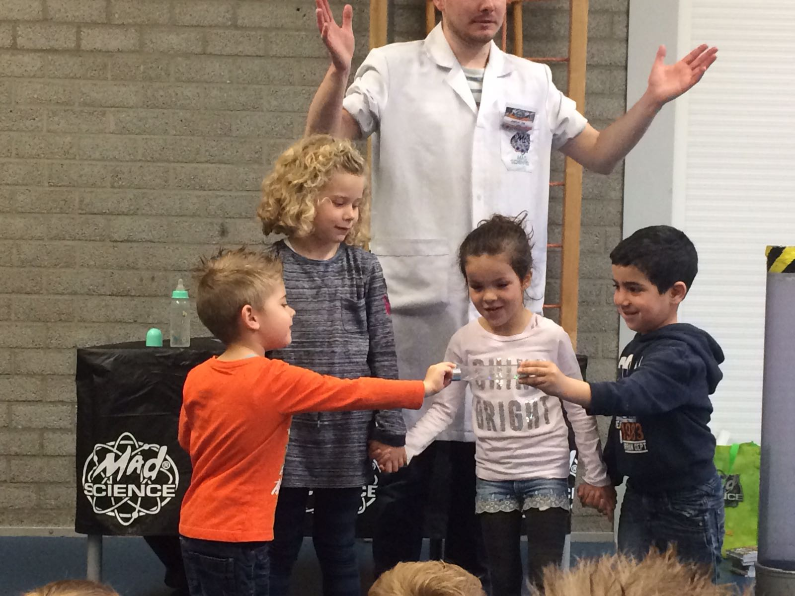 Demonstratie Mad Science gr 1-2 (12)