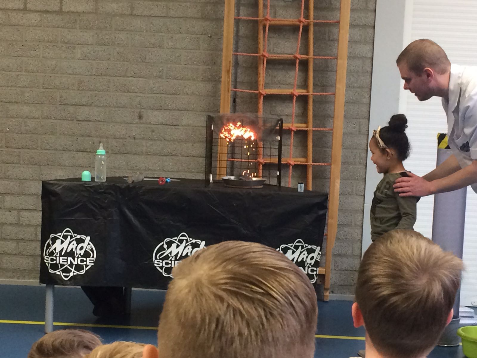 Demonstratie Mad Science gr 1-2 (16)