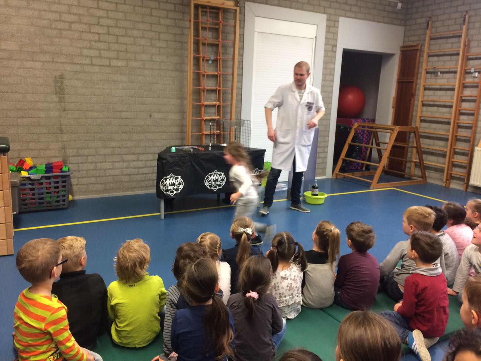Demonstratie Mad Science gr 1-2 (3)
