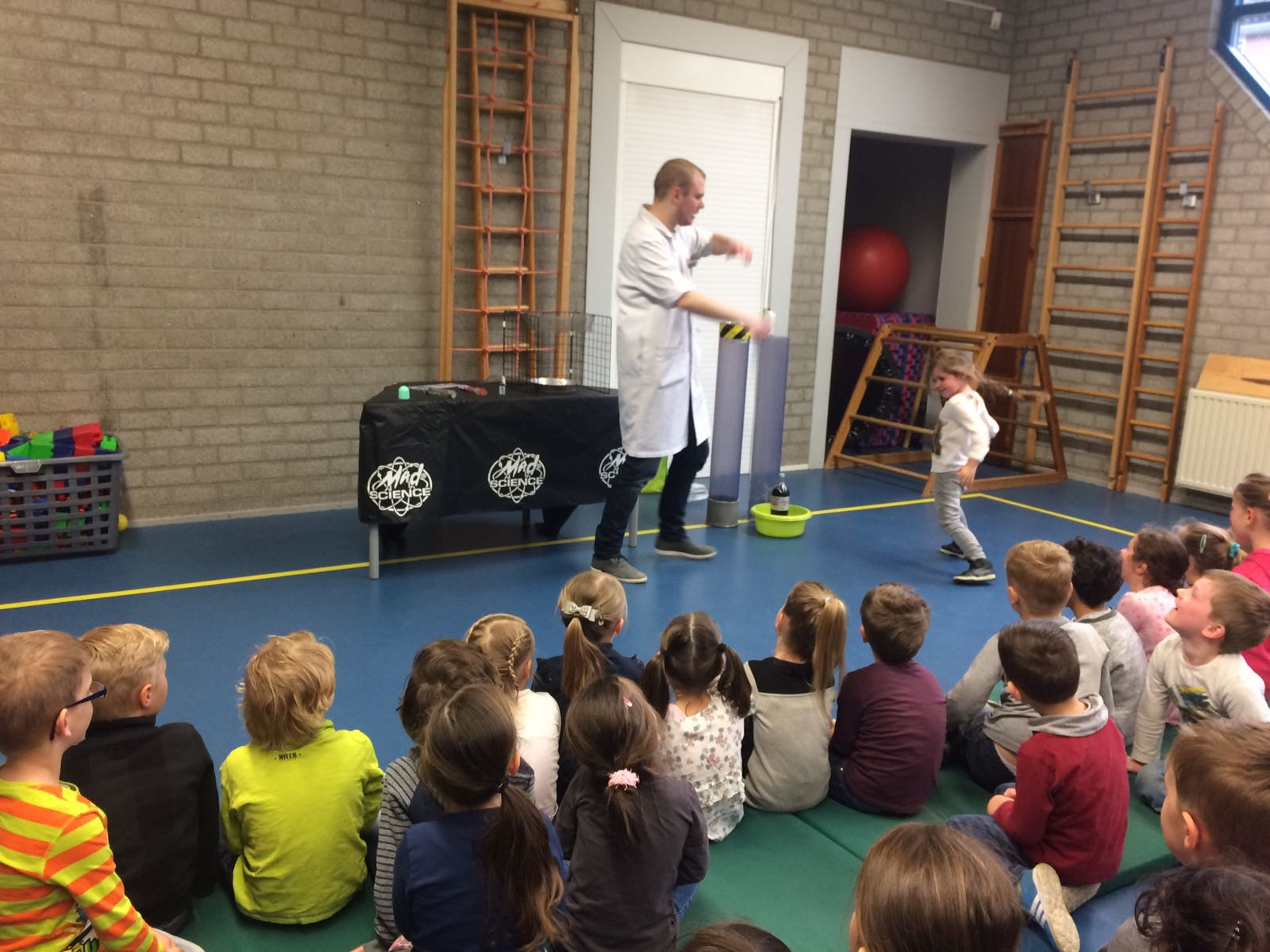 Demonstratie Mad Science gr 1-2 (4)
