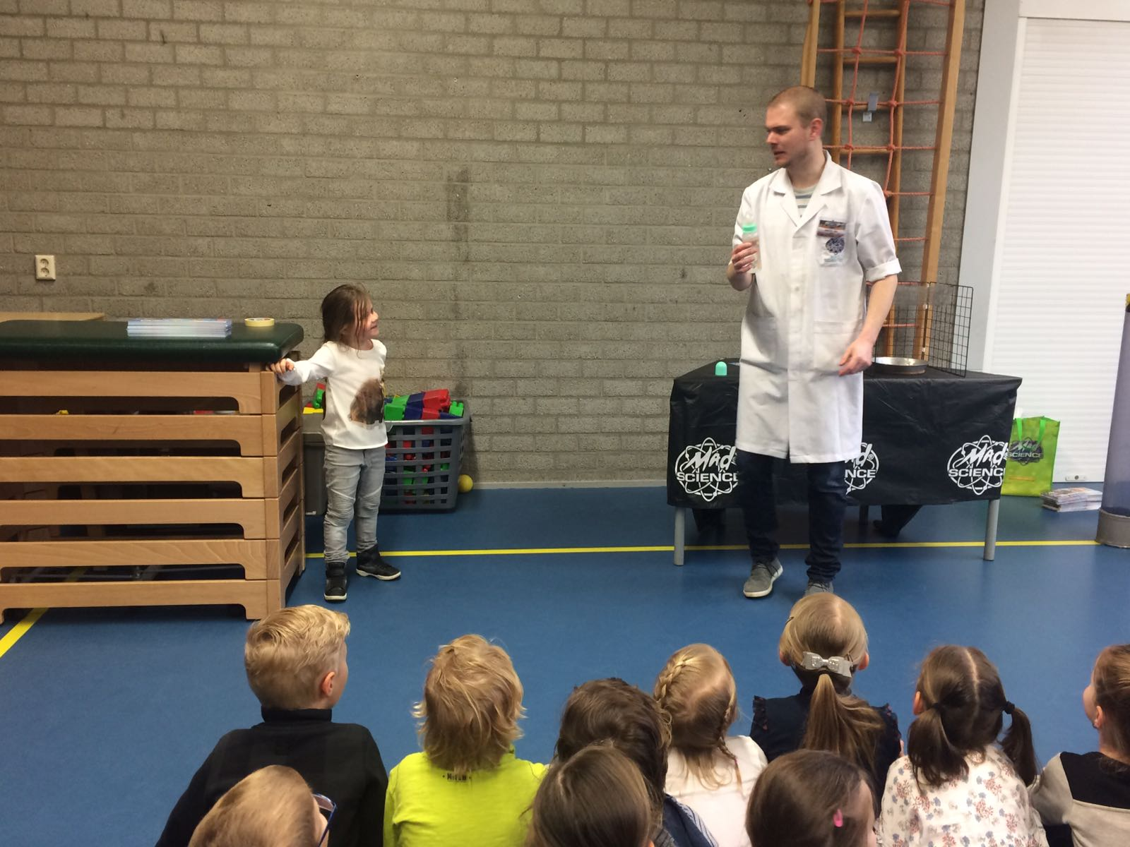 Demonstratie Mad Science gr 1-2 (5)