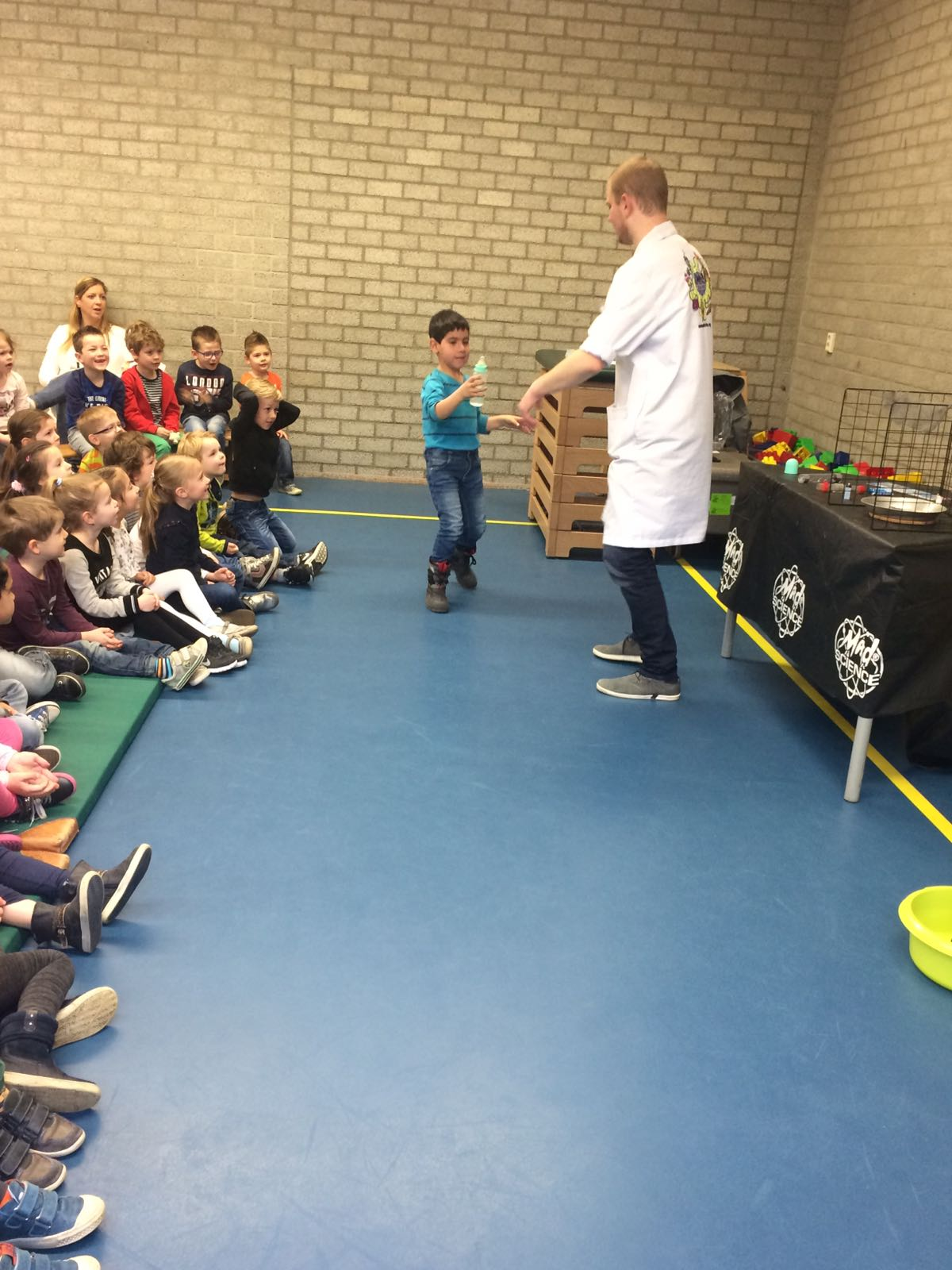 Demonstratie Mad Science gr 1-2 (8)