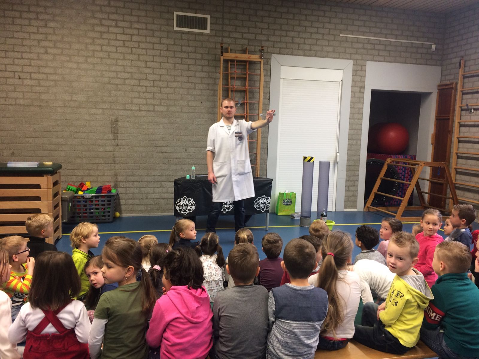 Demonstratie Mad Science gr 1-2 (9)